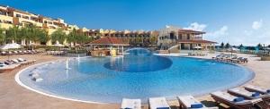 Secrets Capri Riviera pool